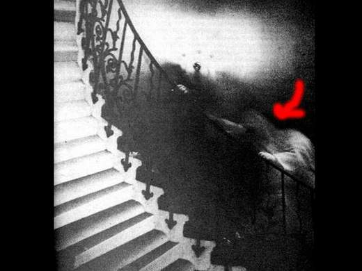 10 Most Famous Ghost Pictures and Their Story - Raynham Hall Lady Ghost - Stairway Ghost In National Museum