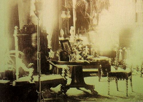 10 Most Famous Ghost Pictures and Their Story - Lord Combermere On His Favorite Chair
