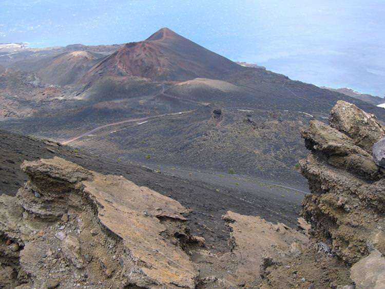 6 Most Deadly Volcanoes in the world - Cumbre Vieja Spain