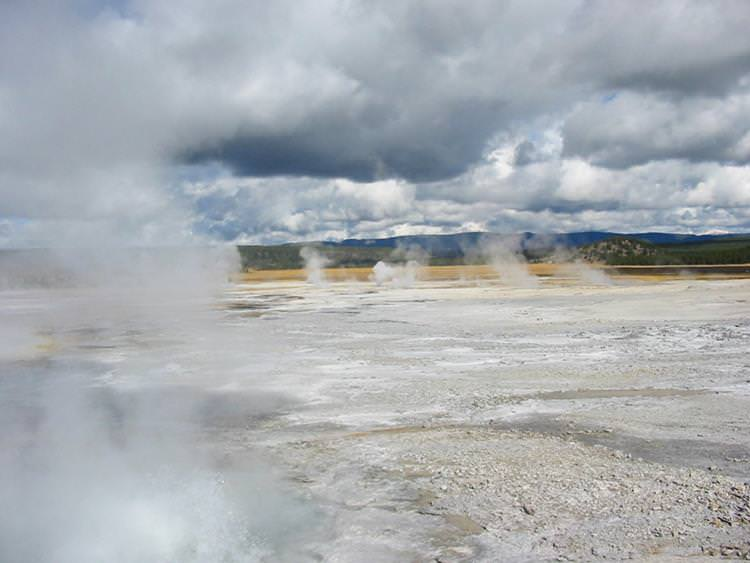 6 Most Deadly Volcanoes in the world - Yellowstone Caldera USA