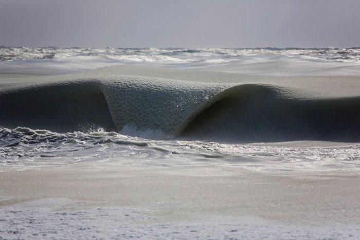 Amazing frozen waves
