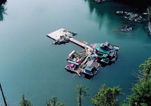 canadian-built-self-sustaining-island-082715-5
