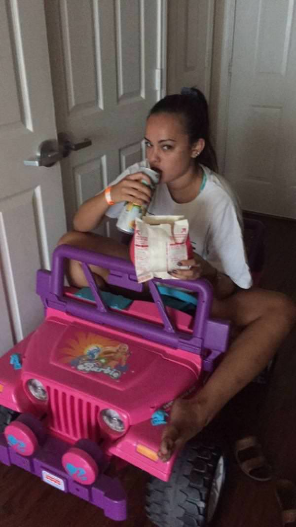 drunk-student-ride-barbie-jeep-to-campus-after-license-suspended-090715-6