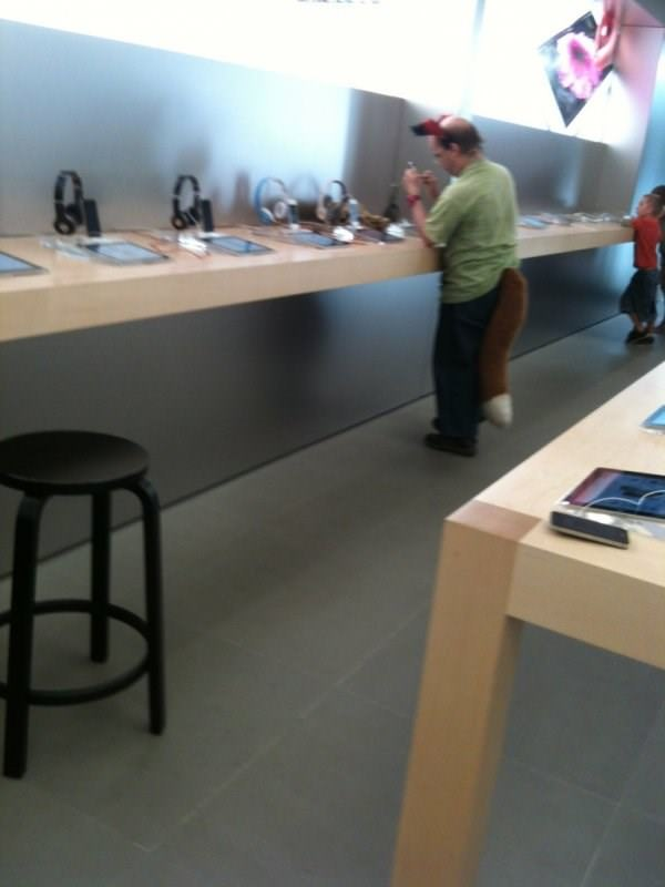 wtf-apple-store-moment-090915-16