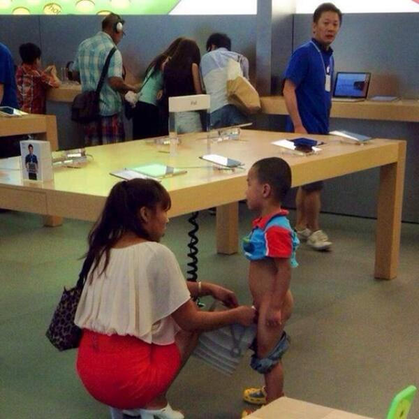 wtf-apple-store-moment-090915-19