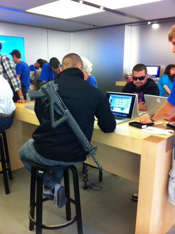 wtf-apple-store-moment-090915-2