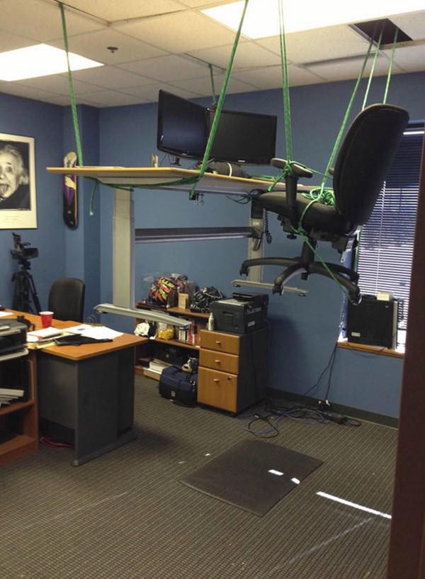 office-prank-100315-19