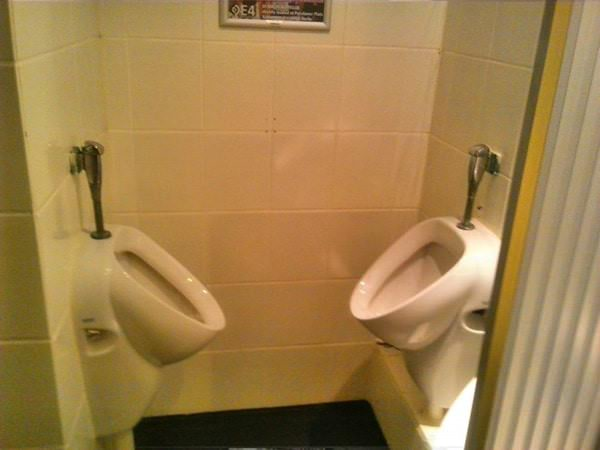 worst-public-bathroom-100415-6-min