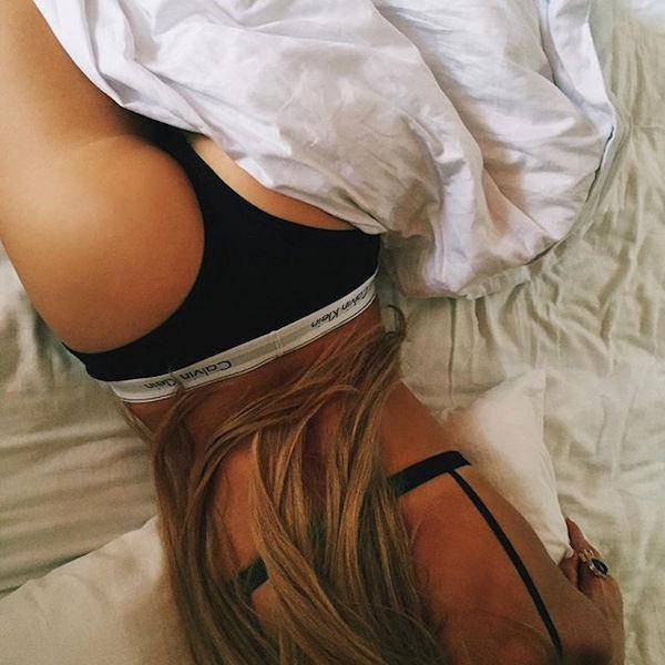 girl-on-bed-092015-21