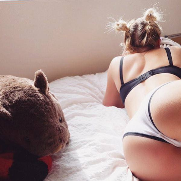 girl-on-bed-092015-26