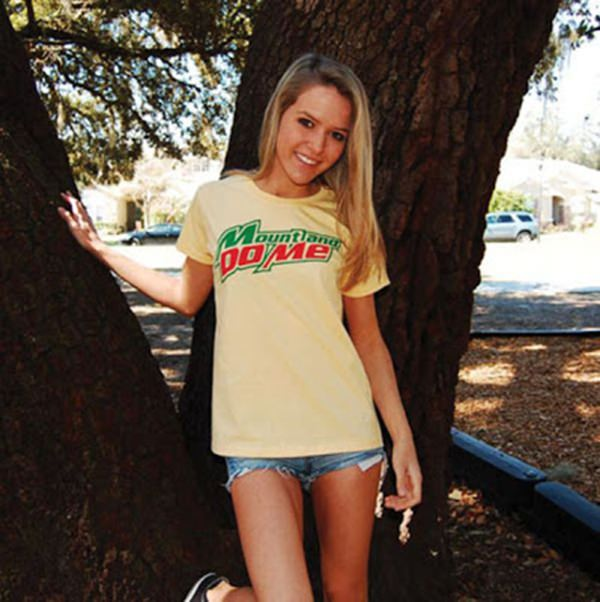 girl-with-funny-sexy-yshirt-010116-3
