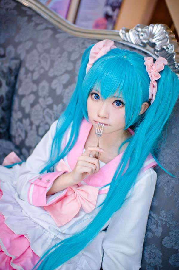 hatsune-miku-cosplay-012316-1