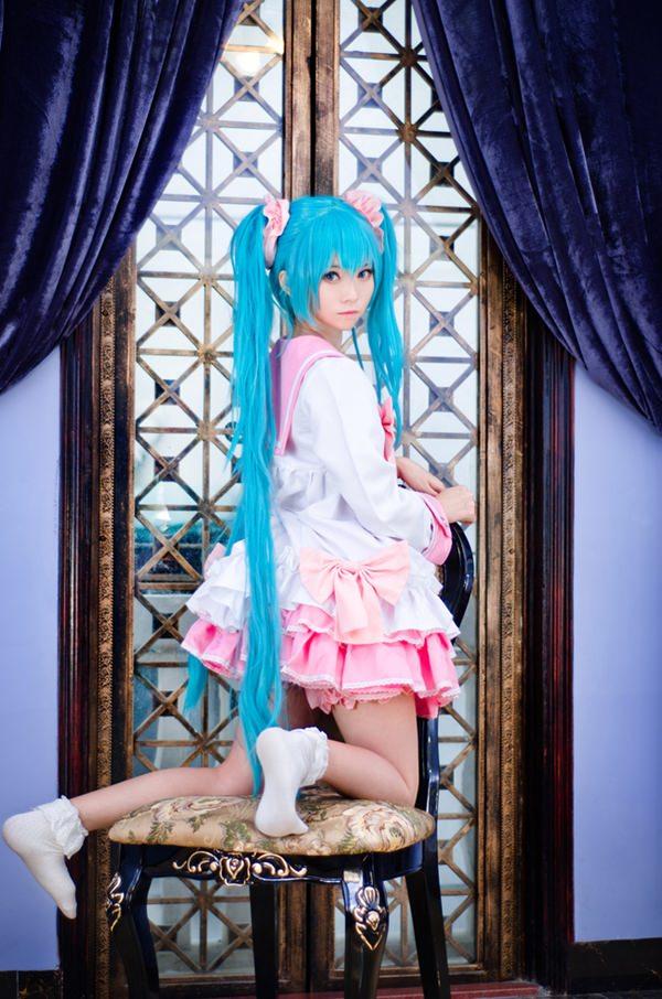 hatsune-miku-cosplay-012316-10