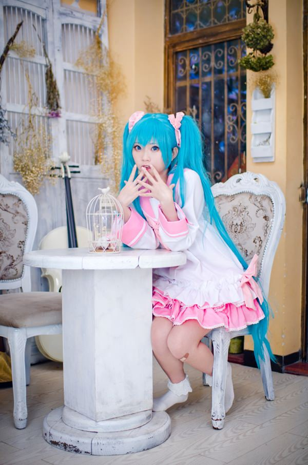 hatsune-miku-cosplay-012316-11