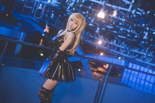 misa-amane-death-note-cosplay-012316-8