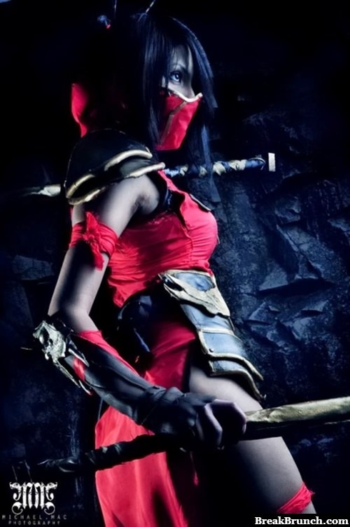Awesome Akali cosplay from League of Legends