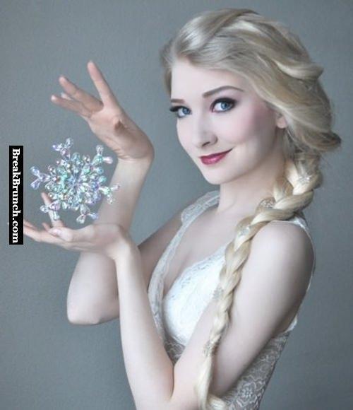 Amazing Elsa cosplay