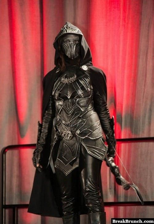 Awesome Skyrim female archer cosplay