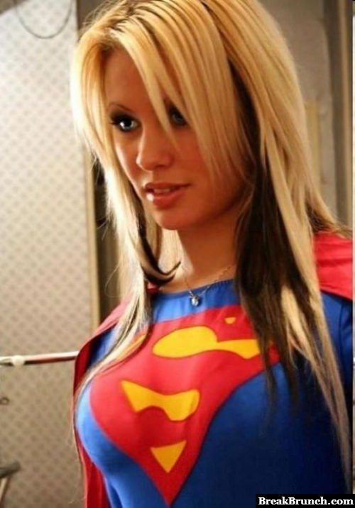 Sexy Supergirl cosplay