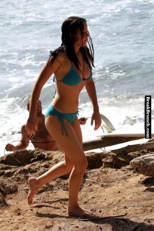Jennifer Lawrence in sexy bikini