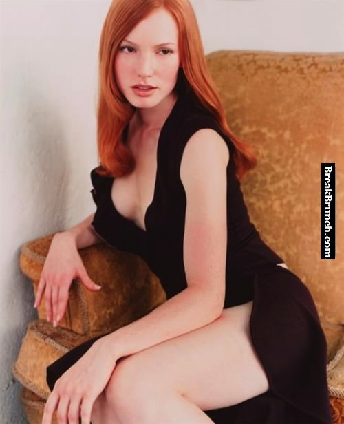 Who think Alicia Witt is super hot in this outfit