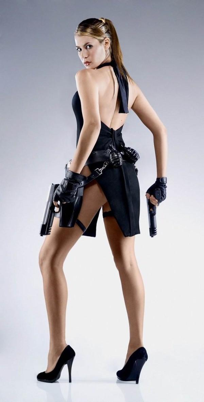 best-sexy-lara-craft-cosplay-21051008-10