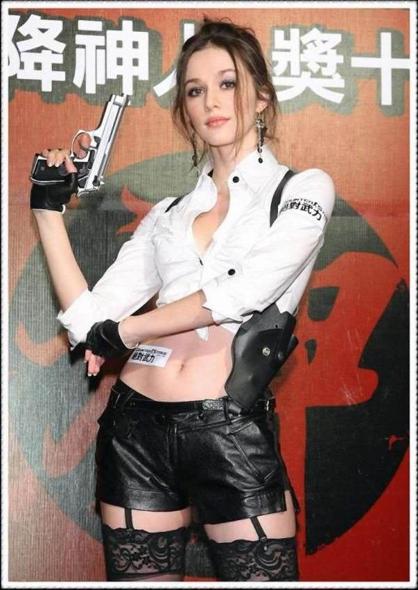 best-sexy-lara-craft-cosplay-21051008-11