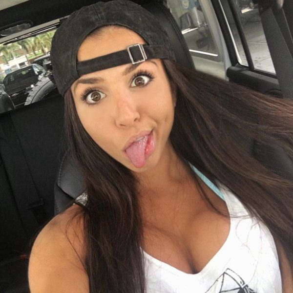 cute-goofy-girl-20151223-5