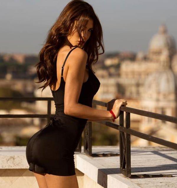 hot-girl-in-tight-dress-20151224-15