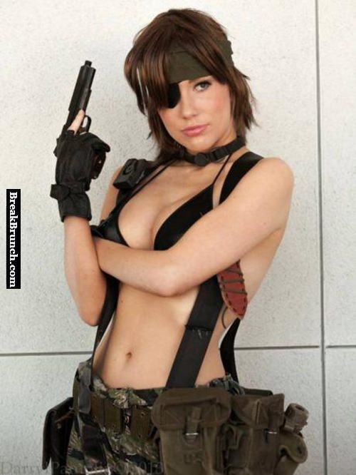 Hot female Snake cosplay