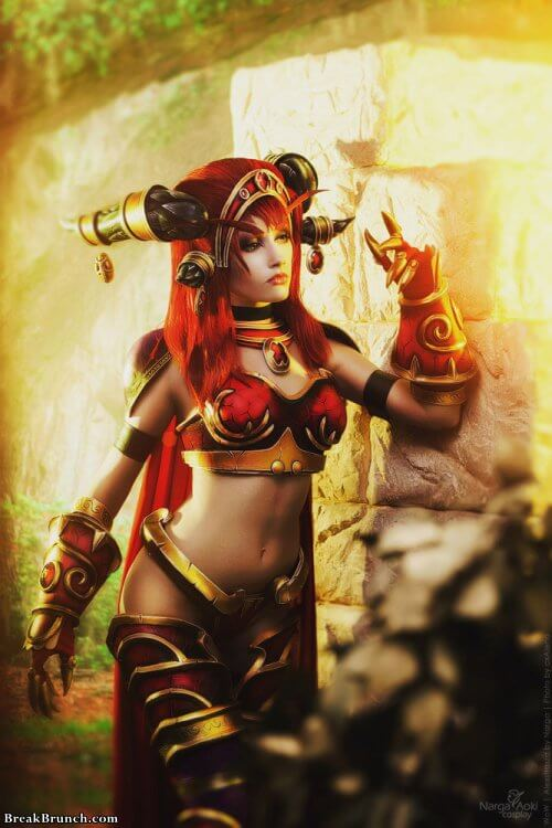 Awesome red dragon Alexstrasza cosplay from War of Warcraft (17 pics)