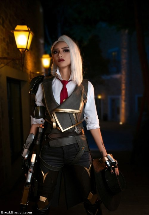 best overwatch ashe cosplay  7 pics