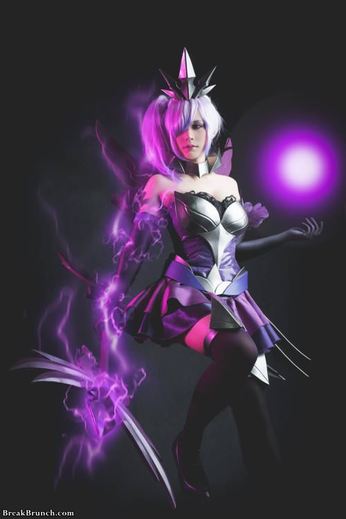 Elementalist Lux from League of Legends cosplay (9 pics)