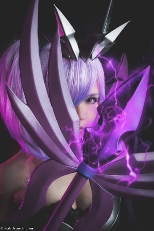 Elementalist Lux From League Of Legends Cosplay 9 Pics