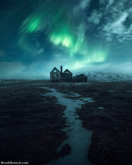 aurora-borealis-over-iceland-012319