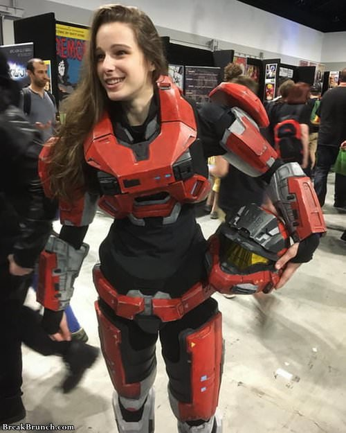 awesome-halo-cosplay-by-whereisdanielle-021319