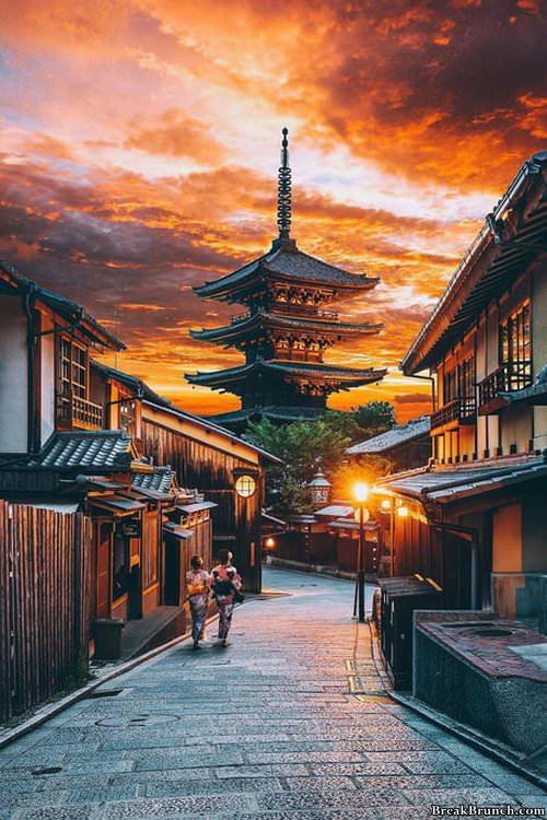japan-at-sunset-021119