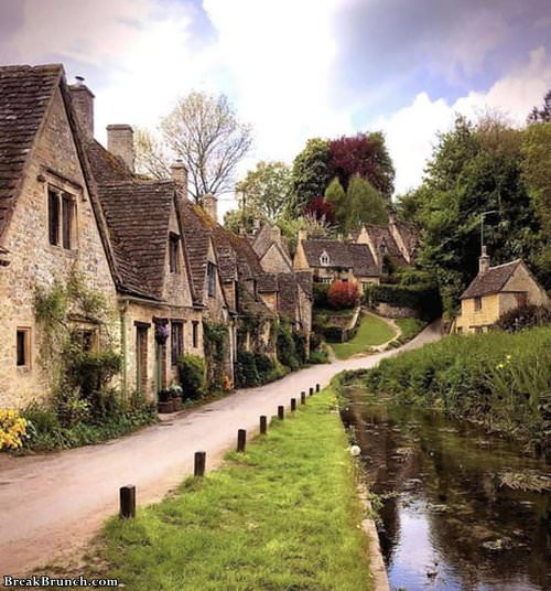 beautiful-neighborhood-in-england-062119
