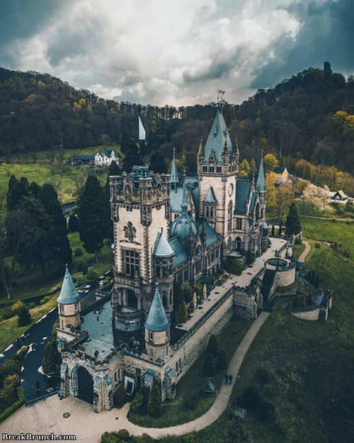 drachenburg-castle-in-german-071219