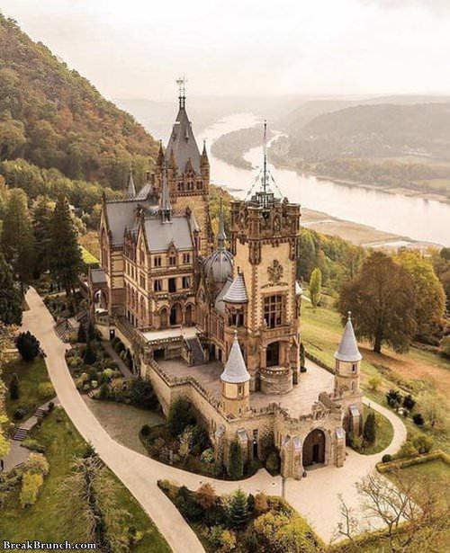 drachenburg-castle-in-germany-062319
