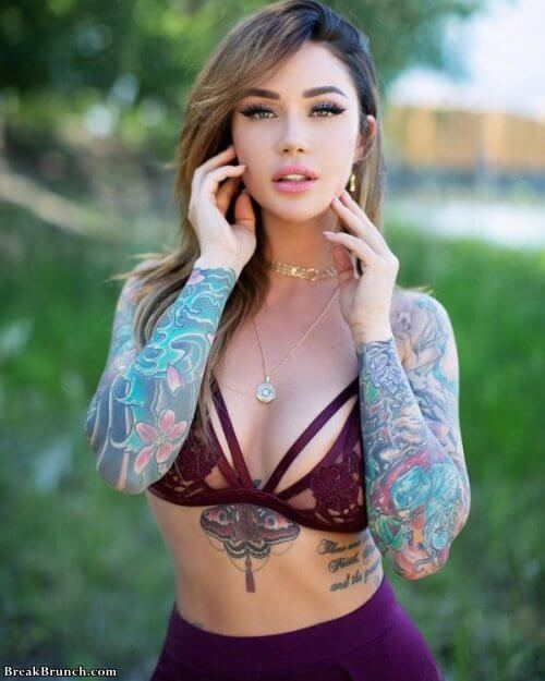Girls with sexy tattoos (18 pics)