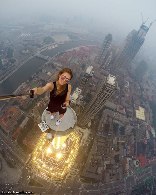 17 people taking dangerous selfies