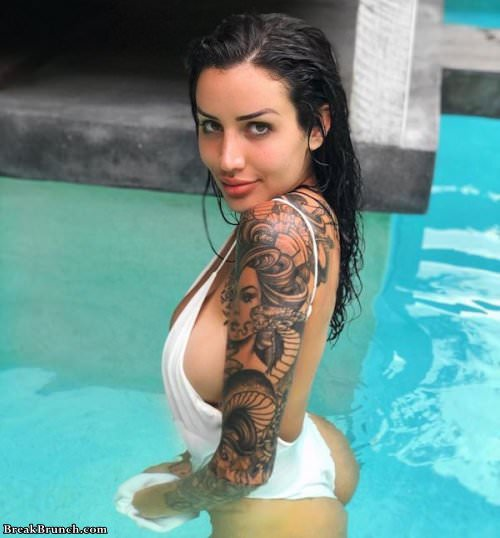 Tattoos look amazing on these girls (23 pics)