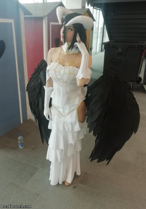 Sexy Albedo cosplay from anime Overlord