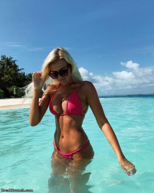 busty-beach-girl-101619-12