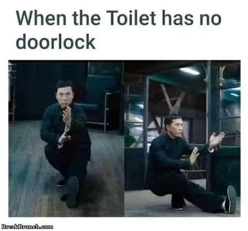when-toilet-has-no-doorlock-101219