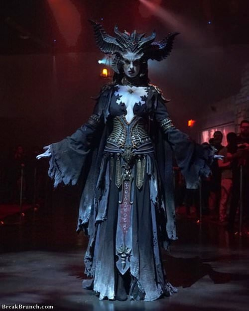 epic-cosplay-at-blizzcon-110319