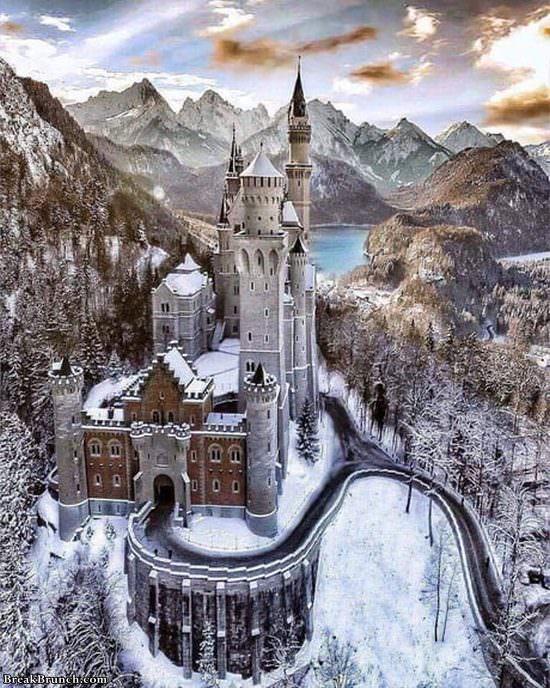 neuschwanstwin-castle-in-bavaria-germany-112319