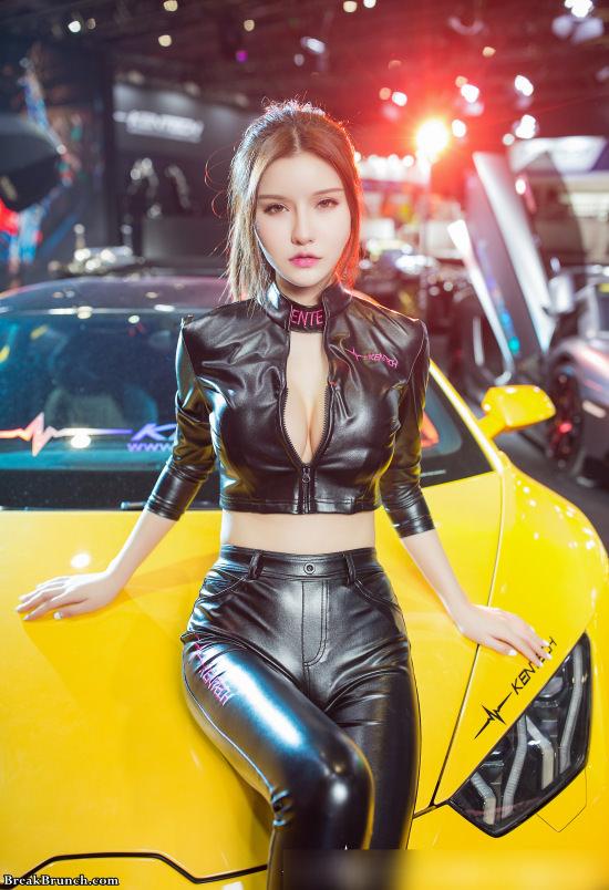 Sexy Asian car model (8 pics) - BreakBrunch