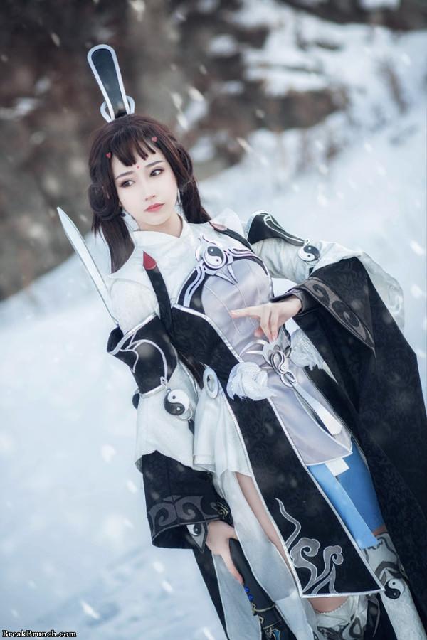 Girl warrior cosplay by haku_QvQ (13 pics)